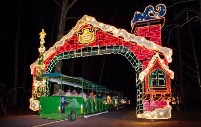 Gargantuan christmas trees lit up metro atlanta kherald - Callaway gardens christmas lights ...