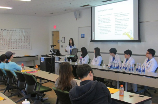 Korean American Medical Students Reach Out to the Community